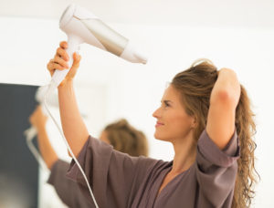 019hairtrendswomanblowdry